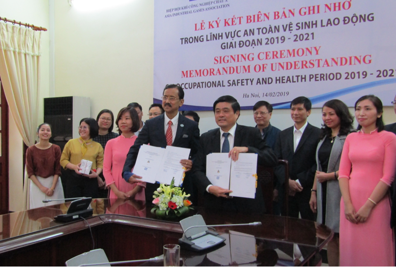 MOU signing ceremony between AIGA VN and DWS in Feb 14, 2019